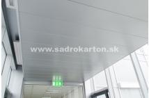 Sadrokartónové riešenie - kovové podhľady 10